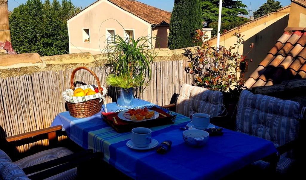Terrasse tropézienne Les Jardins de la Meyne