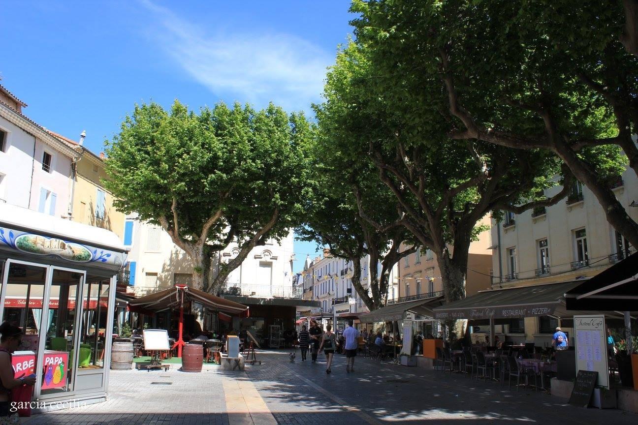 Avant votre séjour en Provence découvrez Orange en photo. Place