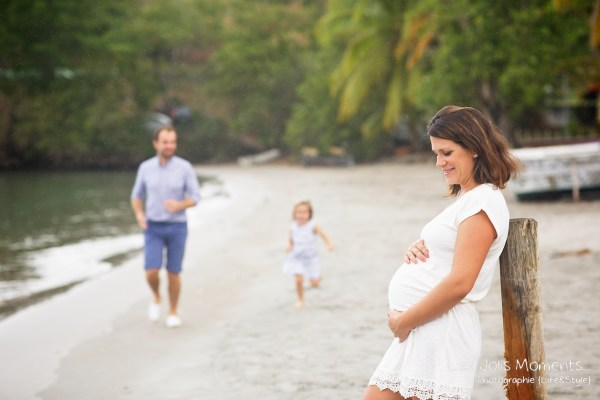 Seance grossesse en famille a la plage Martinique 6