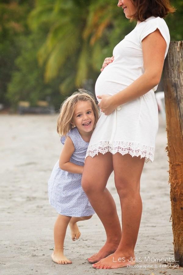 Seance grossesse en famille a la plage Martinique 8