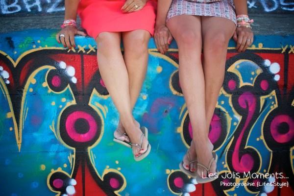 seance-photo-entre-amies-sur-la-plage-1-1