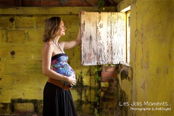 Seance grossesse dans des friches de Martinique 24