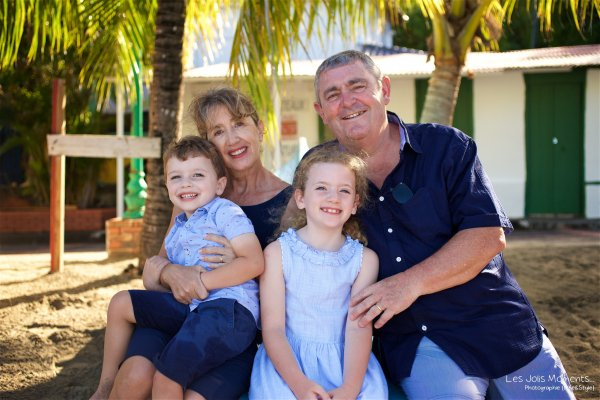 Seance grande famille sur la plage de Grande Anse 13