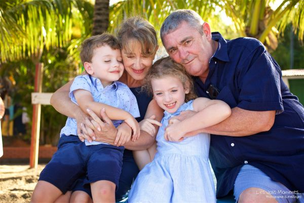 Seance grande famille sur la plage de Grande Anse 14