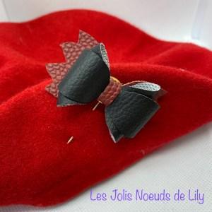 broche noeud pic à chapeau béret