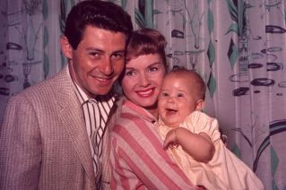 leia-eddie-fisher-and-debbie-reynolds-with-their-daughter-carrie-fisher