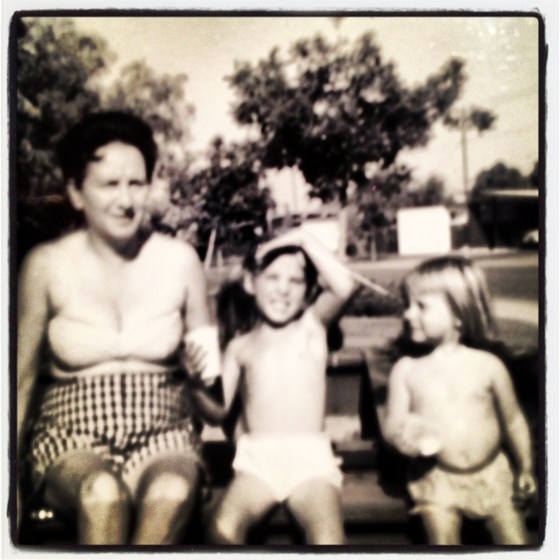 summer attire: me, my sis and my aunt in 1963