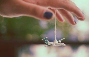 flying-adorable-airplane-alone-Favim.com-526894