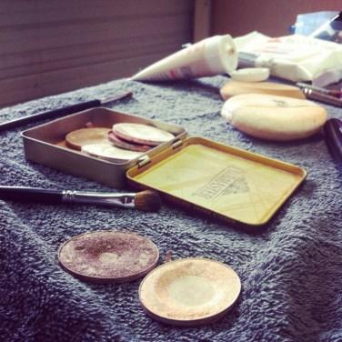 Séance maquillage lors de la pause du midi
