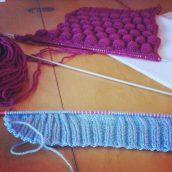 Ça tricote avec ma maman en mode experte et moi en mode débutante ! ;)