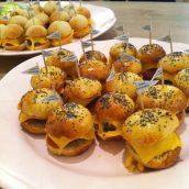 Ma copine a encore frappé avec ces adorables mini burgers !