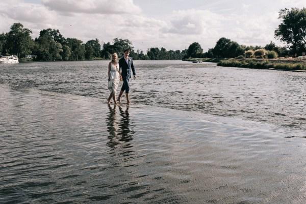 Mariage bohème-chic en Anjou - séance couple sur l'eau