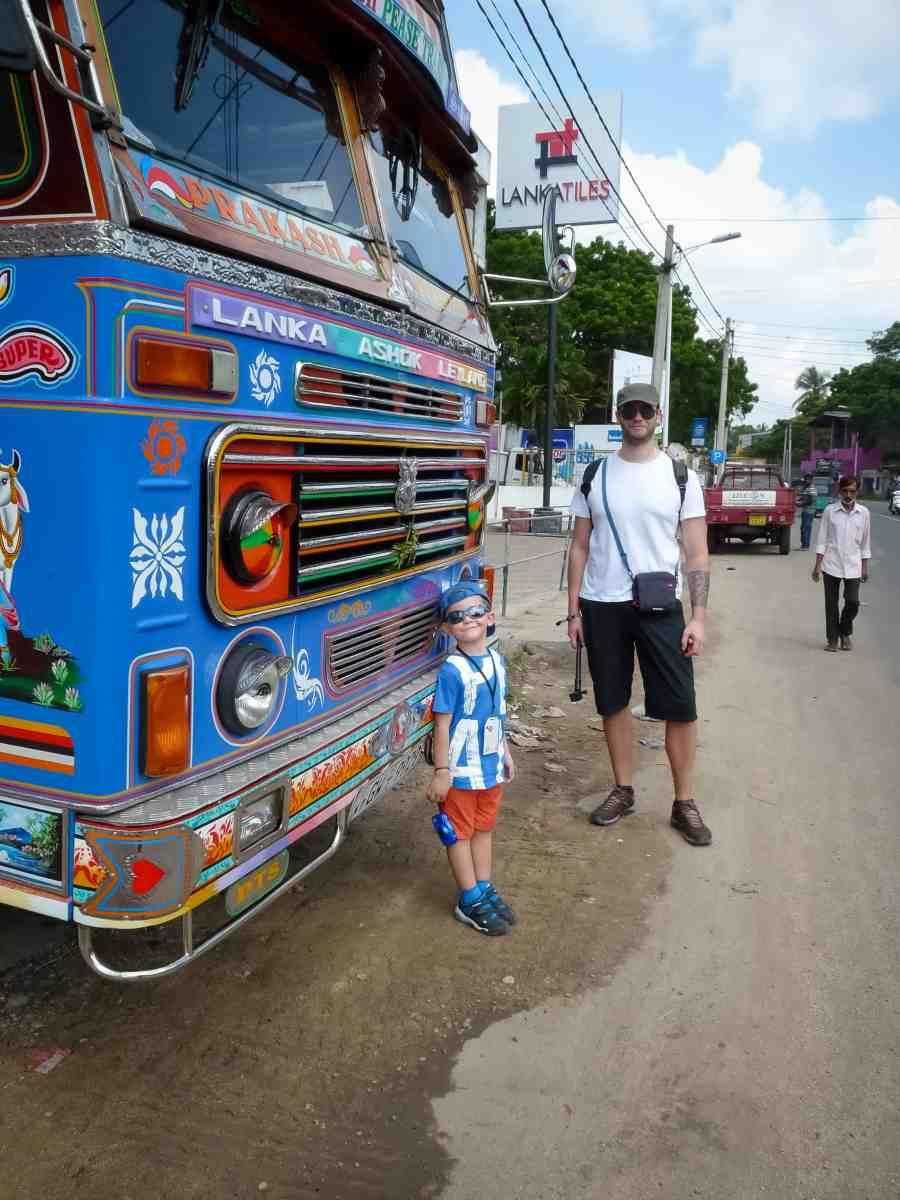 Truck coloré avec axel et papa