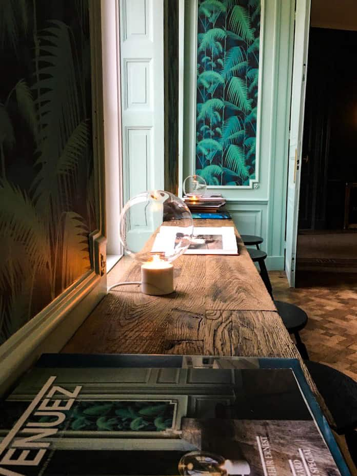 salon-detente-tropical-decoration-bruges-bois