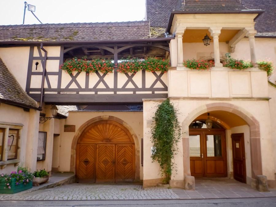 route des vins-alsace-france-mittelbergheim-rue-village-maison-colombages