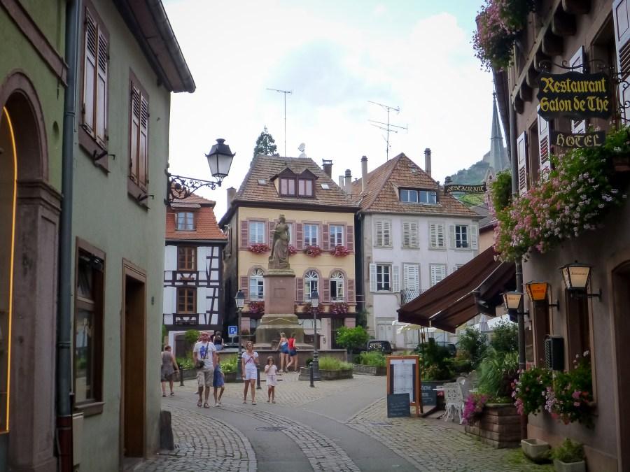 route des vins-alsace-france-ribeauville-centre-ruelle