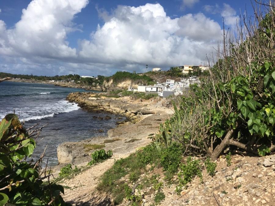 plage-mer-sable-guadeloupe-caraibes-chapelle-cimetière-hauteur