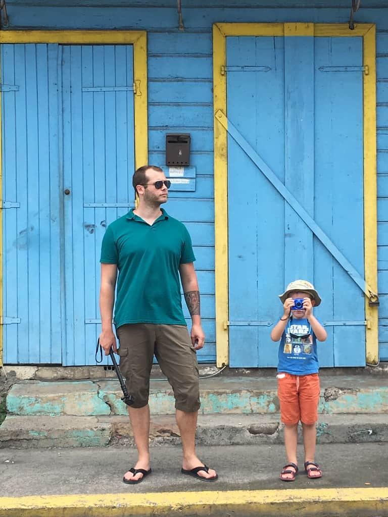 architecture-coloniale-maison-façade-guadeloupe-caraibes-couleurs-famille