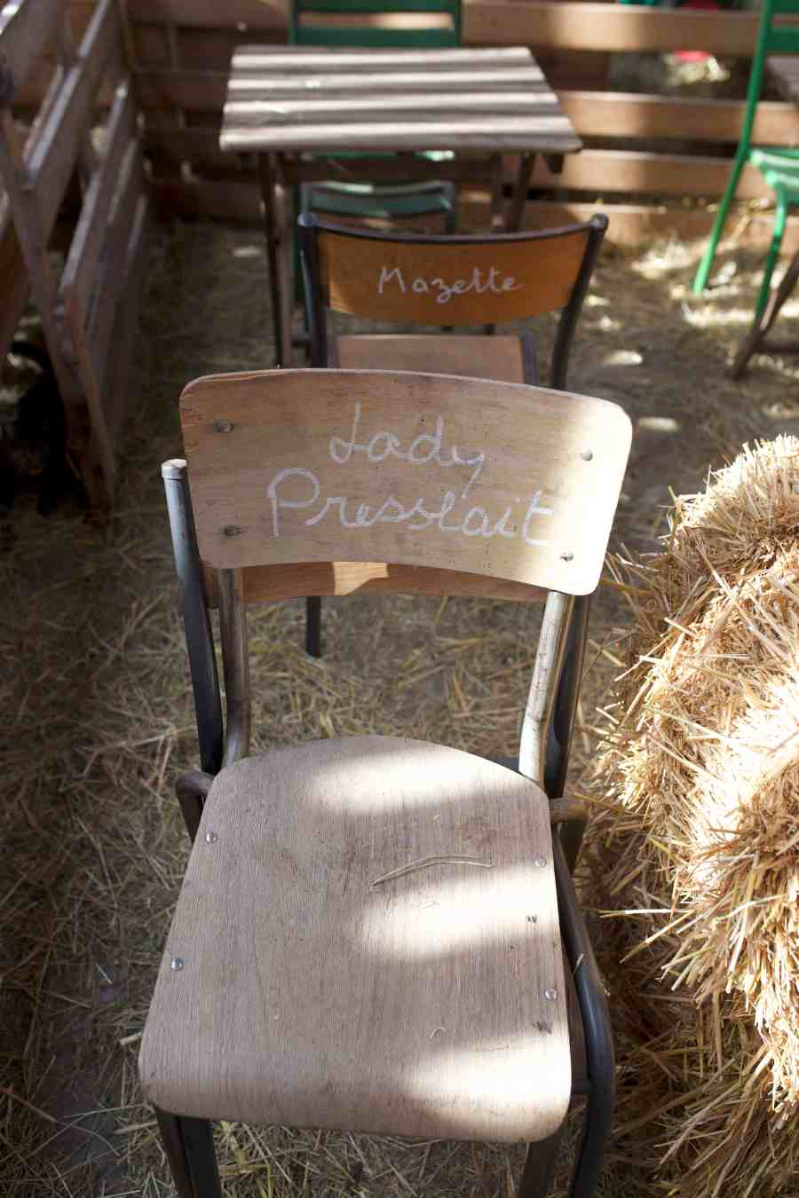 chevrerie-rieulay-hauts de france-valenciennes-terril-bio-chevre-ferme-decoration-chaise