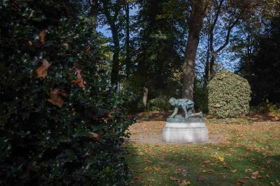 valenciennes-hainaut-visites mystères-autour du louvre lens-musee-beaux arts-jardin-sculpturre-joueur de billes-automne-rhonelle