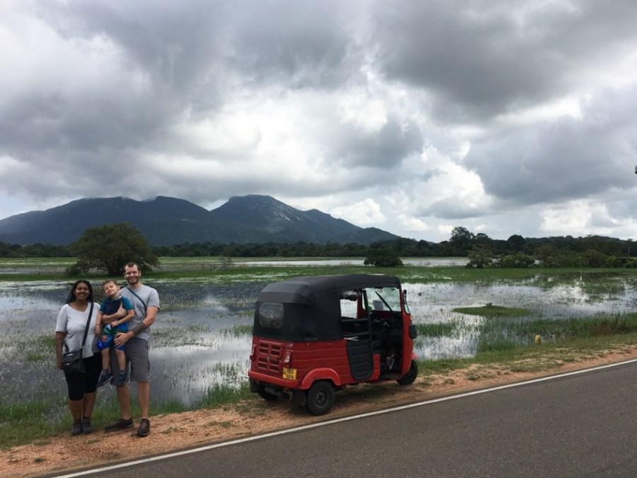 Sur le bord de la route en tuk-tuk