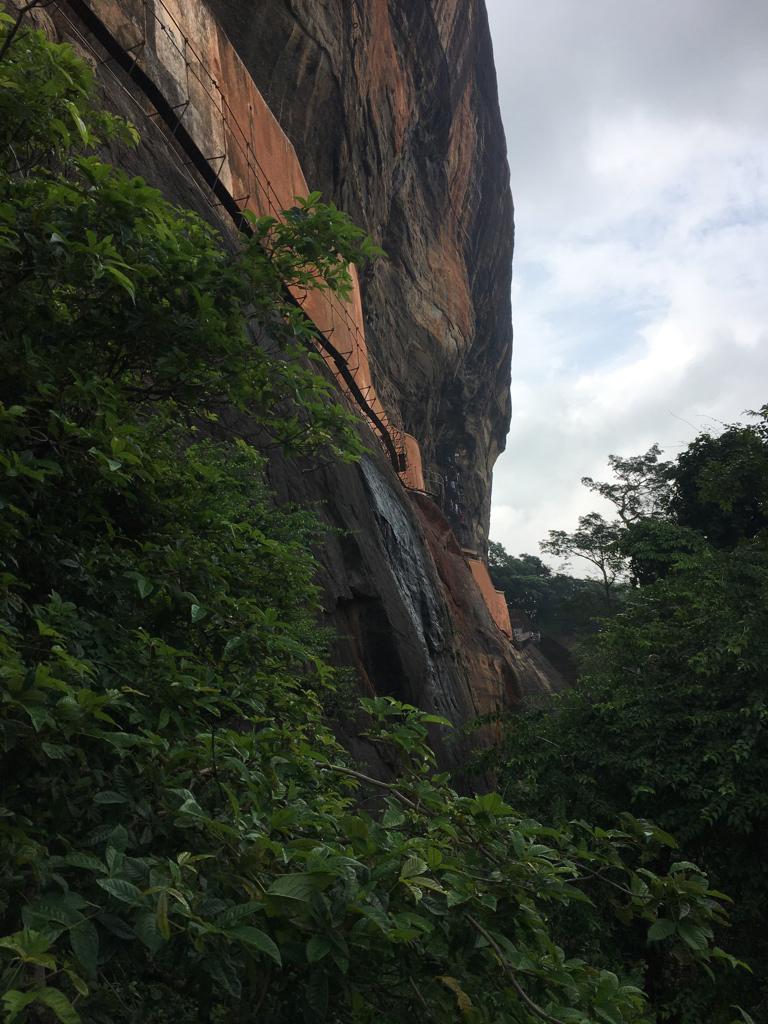 Ascension du rocher du lion de Sigiriya au Sri Lanka