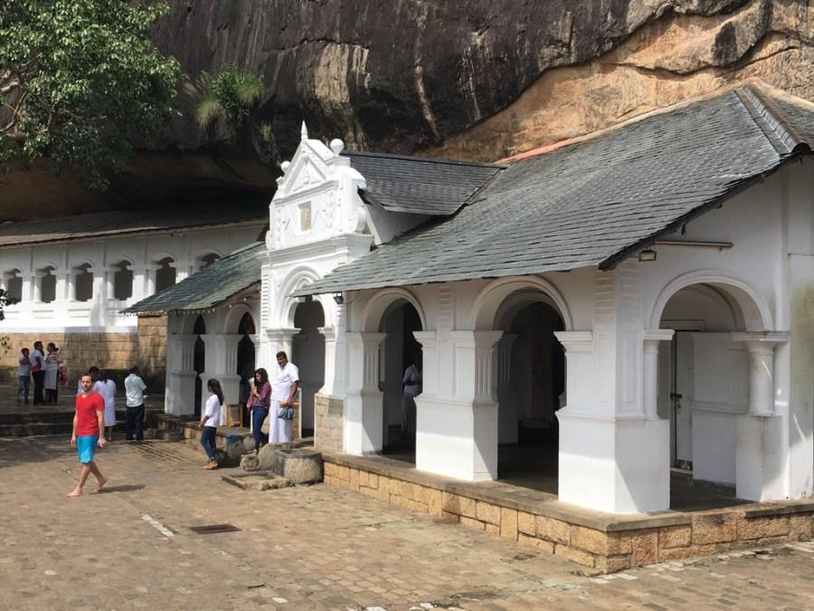 Passable blanc dans les grottes de Dambulla
