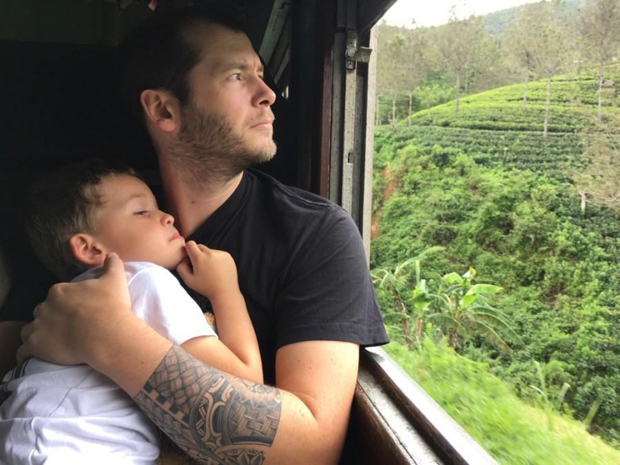 Temps calme dans le train pour Ella