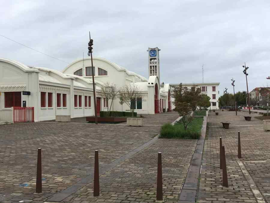 La gare de Lens en forme de locomotive