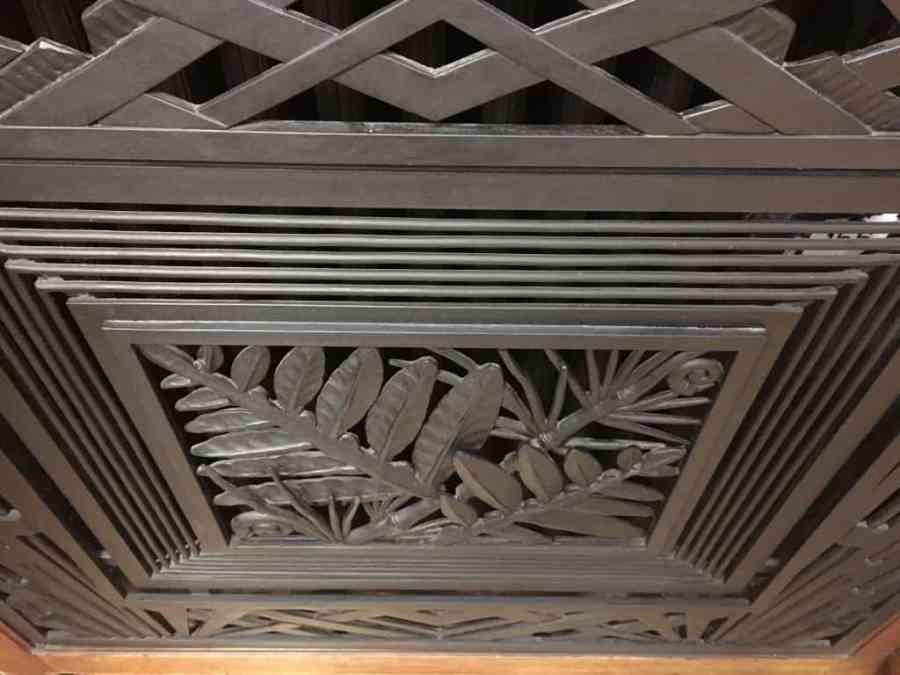 Un cache radiateur en ferronnerie à la faculté de Jean Perrin à Lens