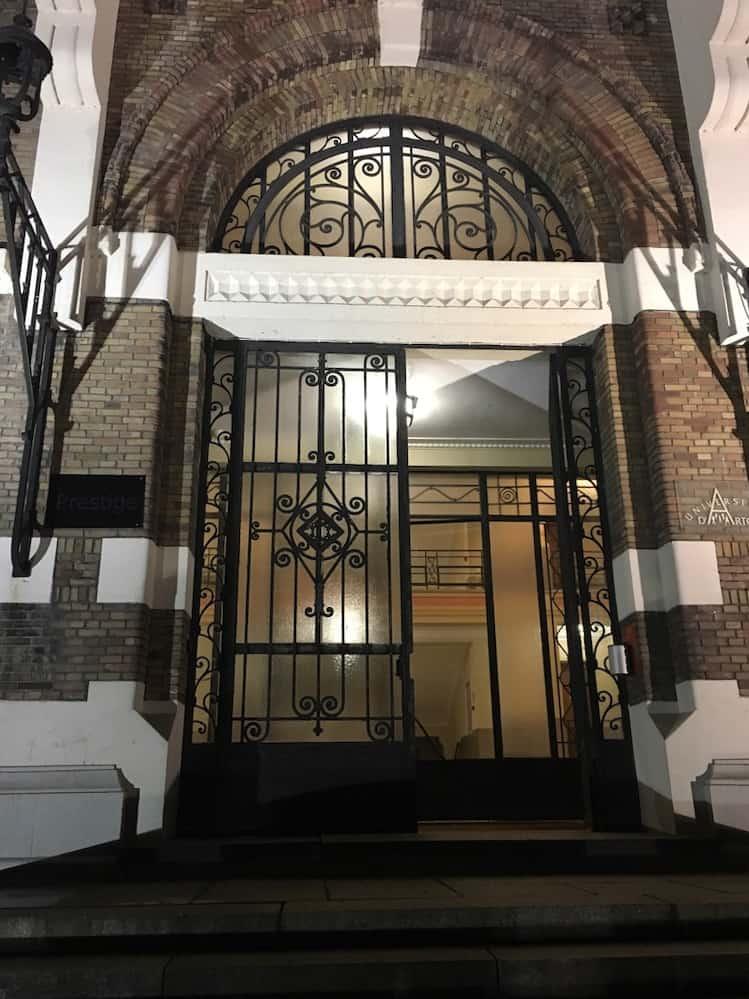 La porte en ferronnerie Art Déco de la faculté Jean Perrin à Lens