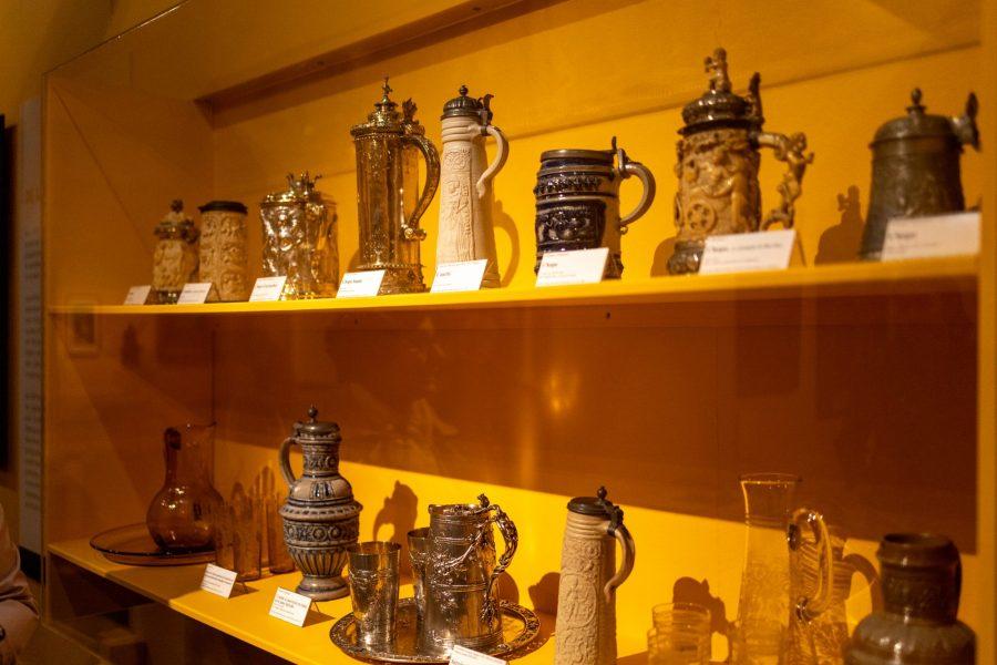 Contenants de bière au musée de la chartreuse à Douai