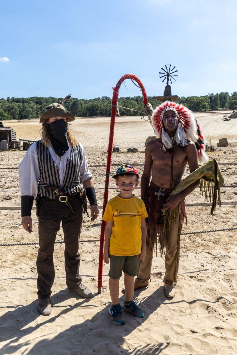 Souvenir à la Mer de Sable avec un indien et un cowboy