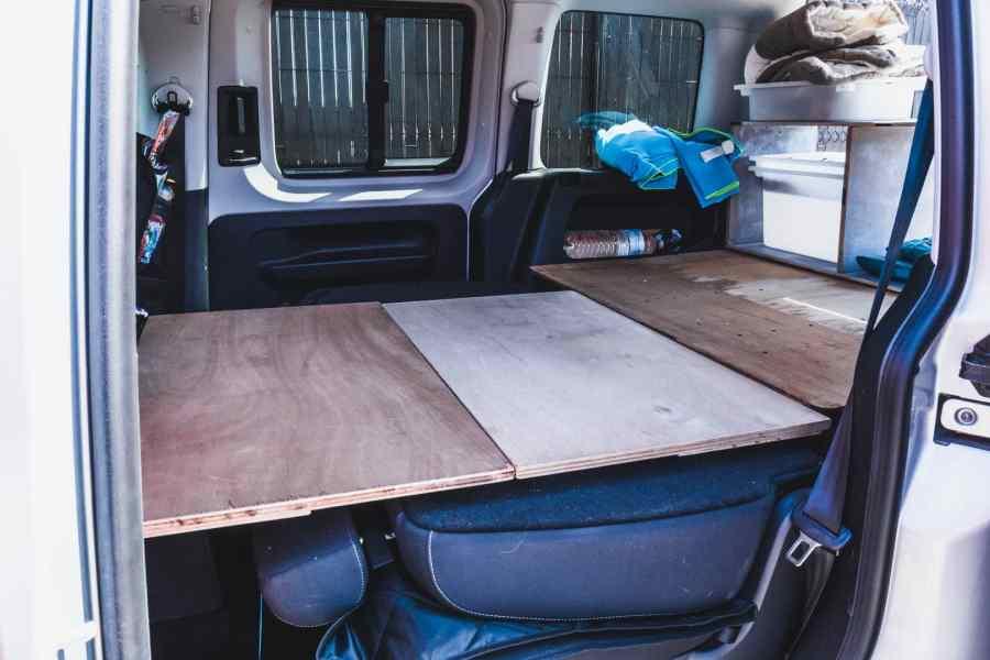 Sommier en bois amovible pour transformer sa voiture en mini camping car
