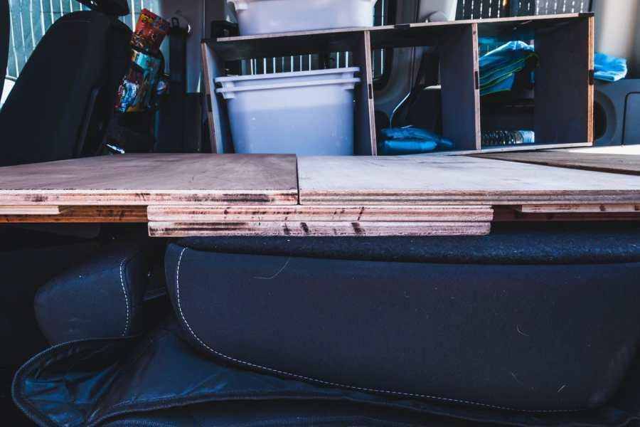 Cale en bois pour stabiliser le sommier