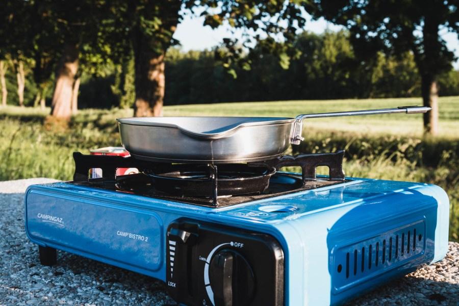 Cuisiner en pleine nature quand on fait du camping