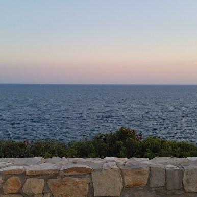Vista al atardecer sobre el mar de la carretera de las Costas del Garraf, cerca de Sitges. Autor: Les Moreres de Sitges.