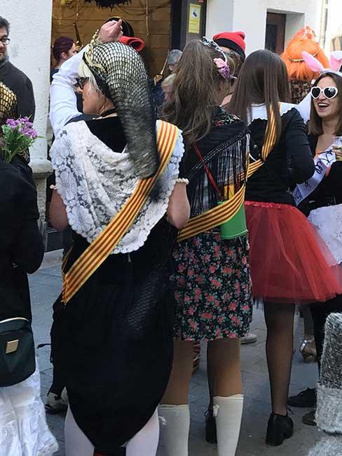 """La gente incombustible de Sitges con la máxima """"cualquier cosa vale para disfrazarse y echar unas risas"""""""
