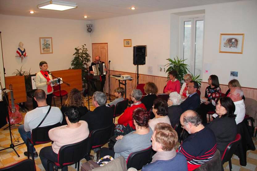 soirée de poésie lors de la lecture scéniques le Bonheur est dans le Prévert à Toüet