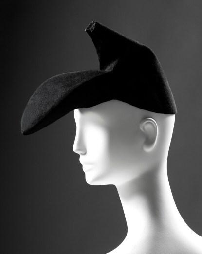 Elsa Schiaparelli, chapeau-chaussure surréaliste