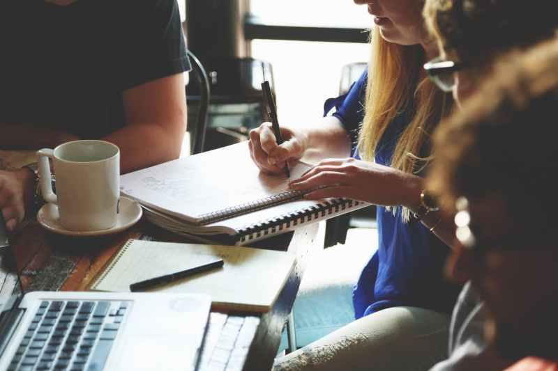 communication écriture femme réunion