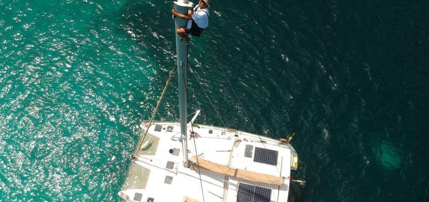 Patrick en haut du mât et Patandre.JPG