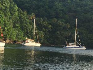 Patandre et Gorgona au mouillage à Cumberland Bay