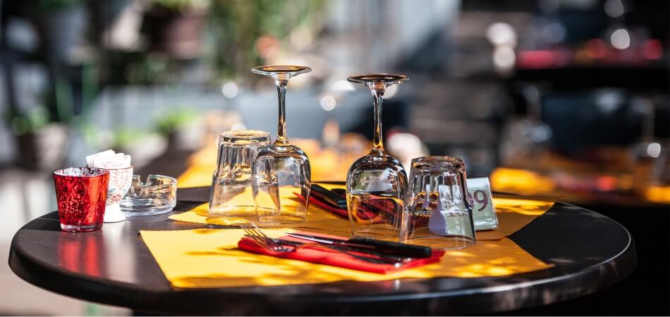 Table terrasse du Spazio restaurant pizzéria à fécamp