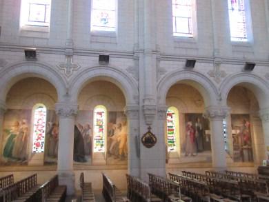 Intérieur de l'église de Chanzeaux