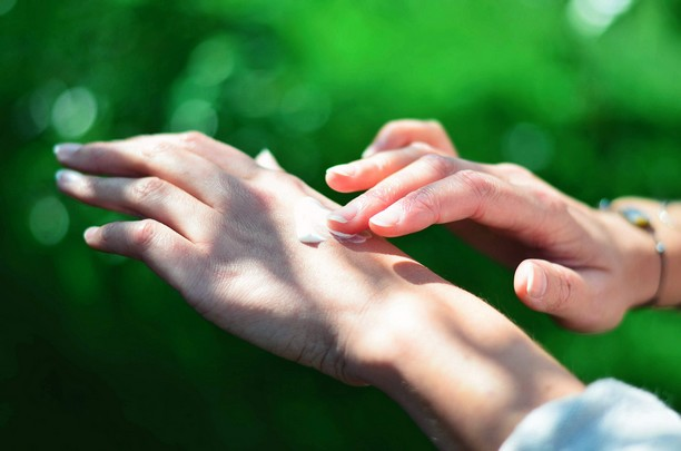 main crème soleil