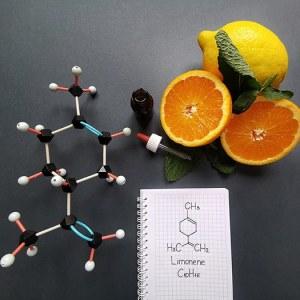 modele moleculaire representant une molecule de limonene presente dans l'huile essentielle de citron et d'orange, utilisée en parfumerie