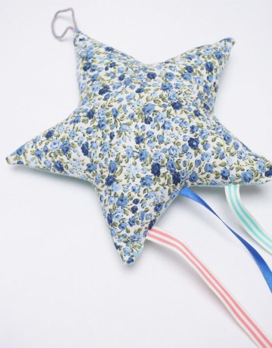 etoile-decorative-dardagny-fleurs-bleues-liberty-pois-vert-2-555x710