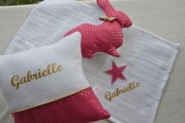 modèle mouchoir - tissu rose étoilé - flex pailleté doré - un des éléments de l'ensemble baby cocoon