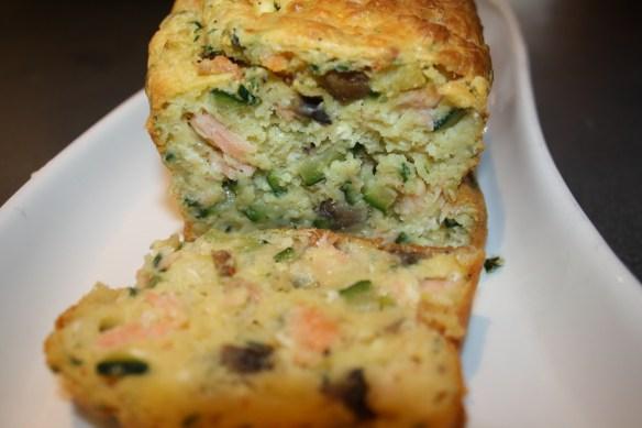 Cake au saumon, courgettes et champignons